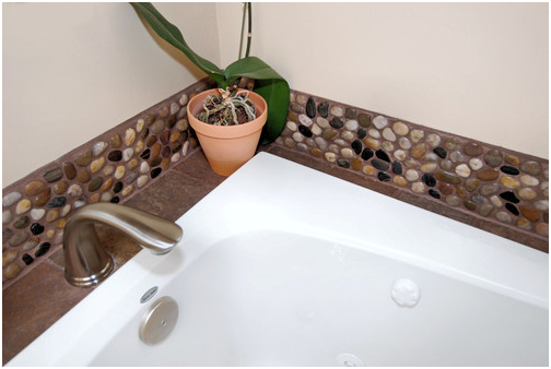 Polished-Mixed-Pebble-Tile-Bathroom-Backsplash